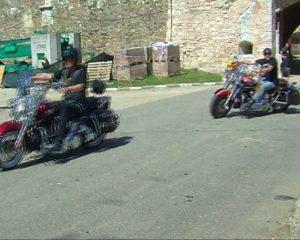 motociclisti  HD spre cetate