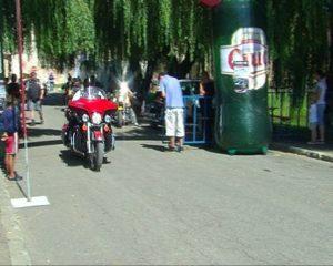 motociclisti  fata intrare cetate